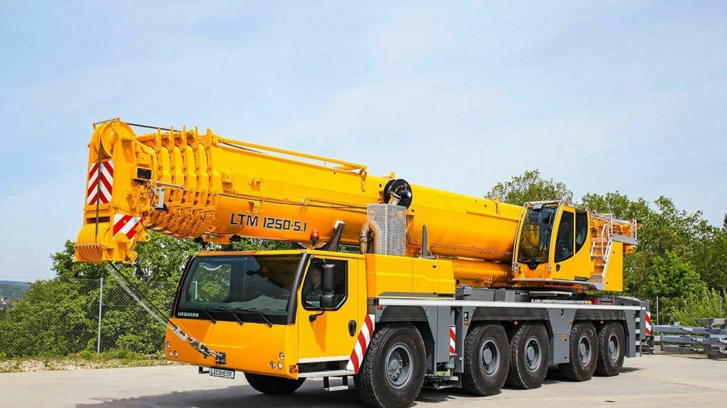 STERKEST I KLASSEN: Den nye Liebherr LTM 1250-5.1, 250-tonner med bare én motor og variabel ballast-radius.