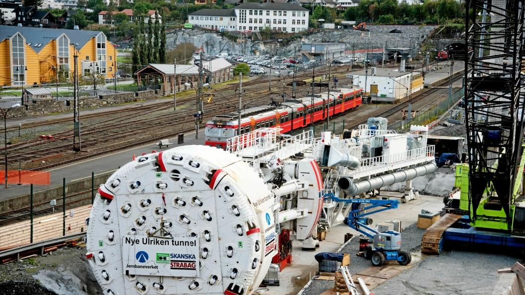 Ulrikke har en diameter på 9,33 meter. Her fotografert under monteringen utenfor tunnelen.