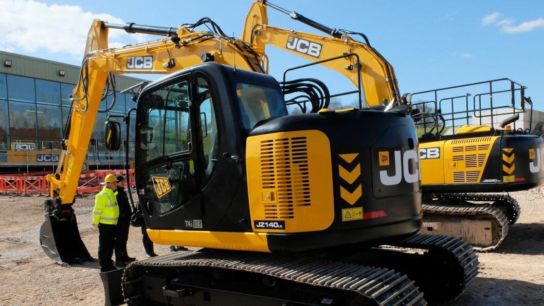 15,4-tonneren JZ140LC har krympet i lengden og stussen henger nå bare 8 cm over beltene ved sving.