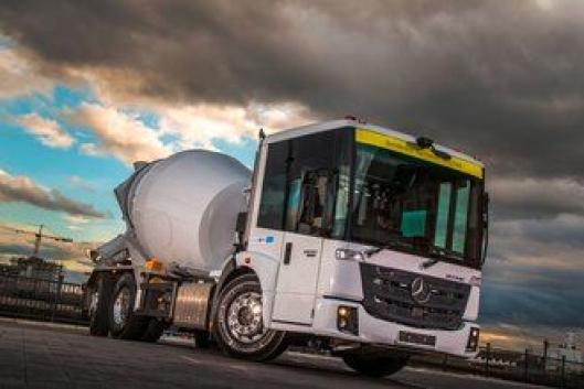 Vi er mest vant til å se Mercedes-Benz Econic som renovasjonsbil her hjemme, men den kan også leveres i anleggsutførelser, for eksempel med betongtrommel.