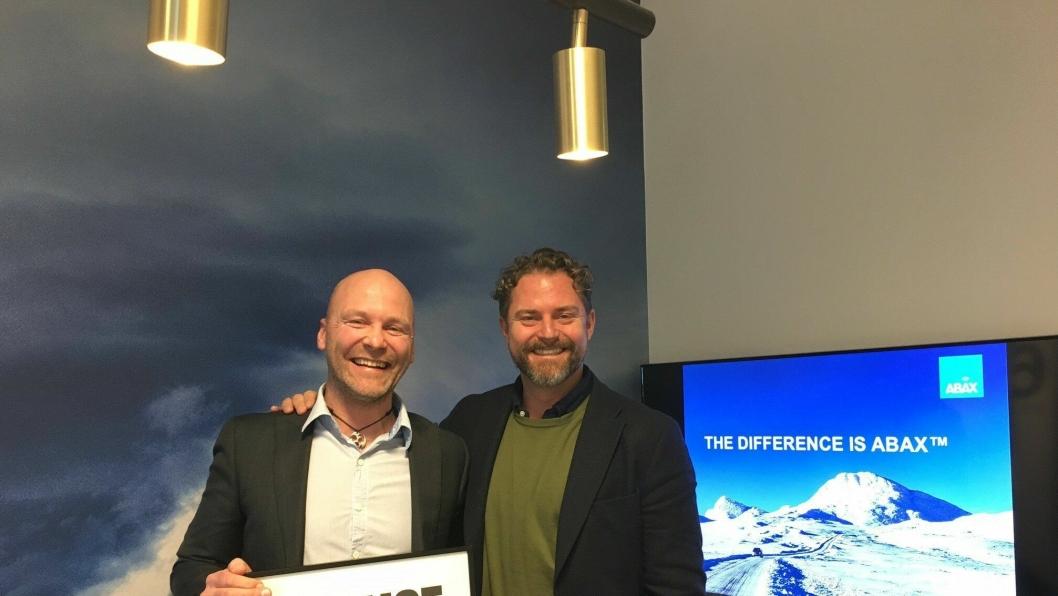 Per Eftang (t.v.) og viseadm. direktør i Abax, Bjørn Erik Helgeland ser frem til å samarbeide i selskapet.
