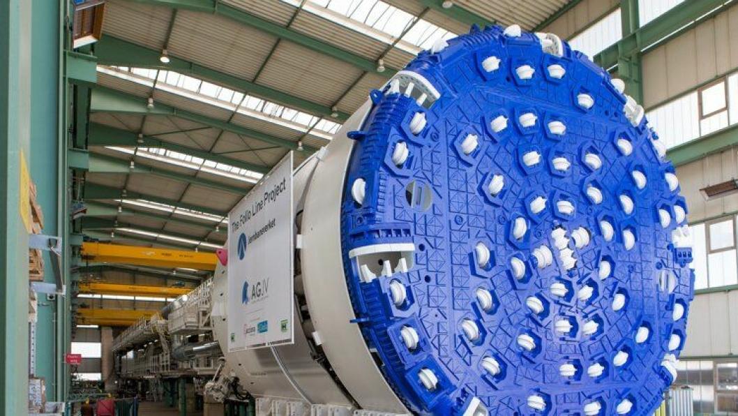 Dette er den første av fire tunnelboremaskiner som skal brukes i Follobaneprosjektet, malt i kledelige Oslo-farger.