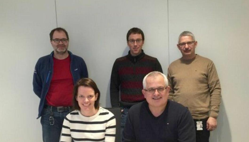 Bak f.v: Bragi Freyr Bragason (SVV), Kristian Brøste (prosjektleder, Christie & Opsahl AS) og Kjell Inge Langlo (byggeleder, SVV).