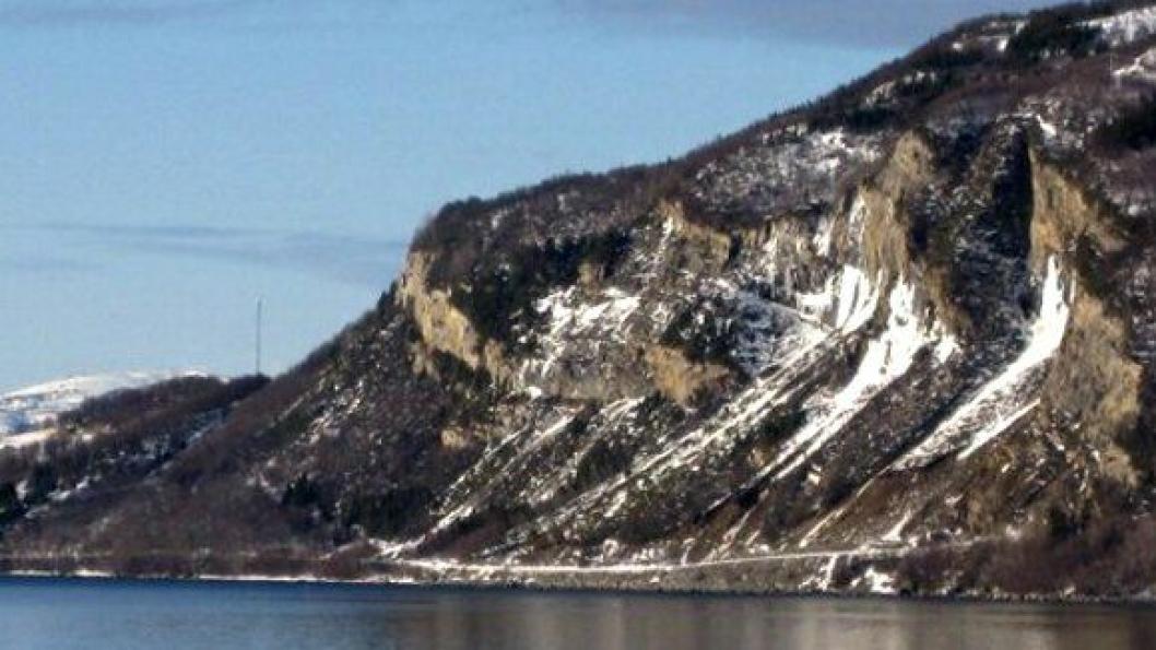 Fylkesvei 848 på øya Rolla.