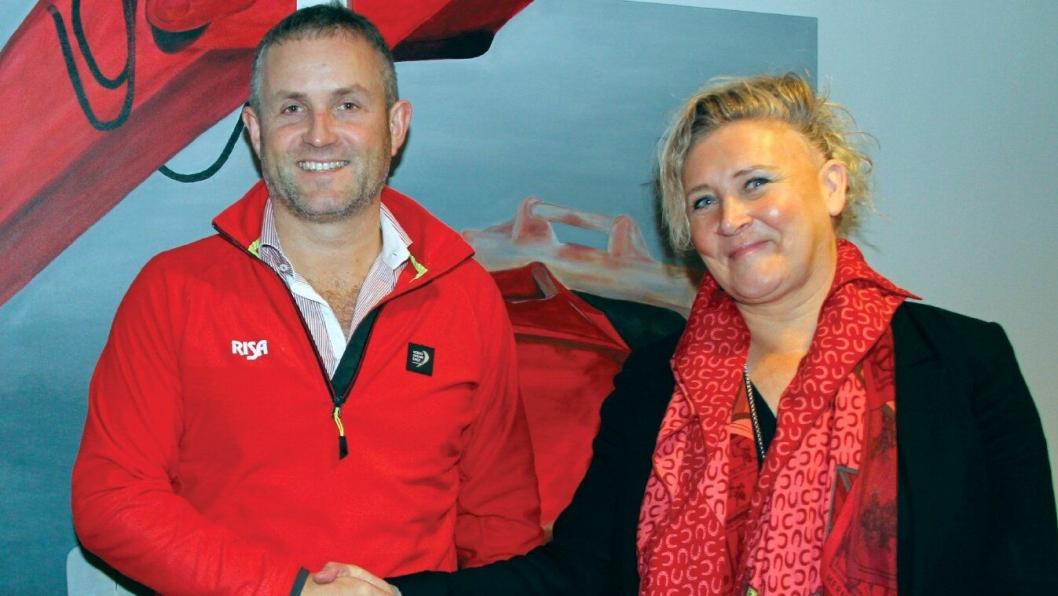 Bjørn Risa og Nina Aasland med en langsiktig avtale for sine bedrifter.