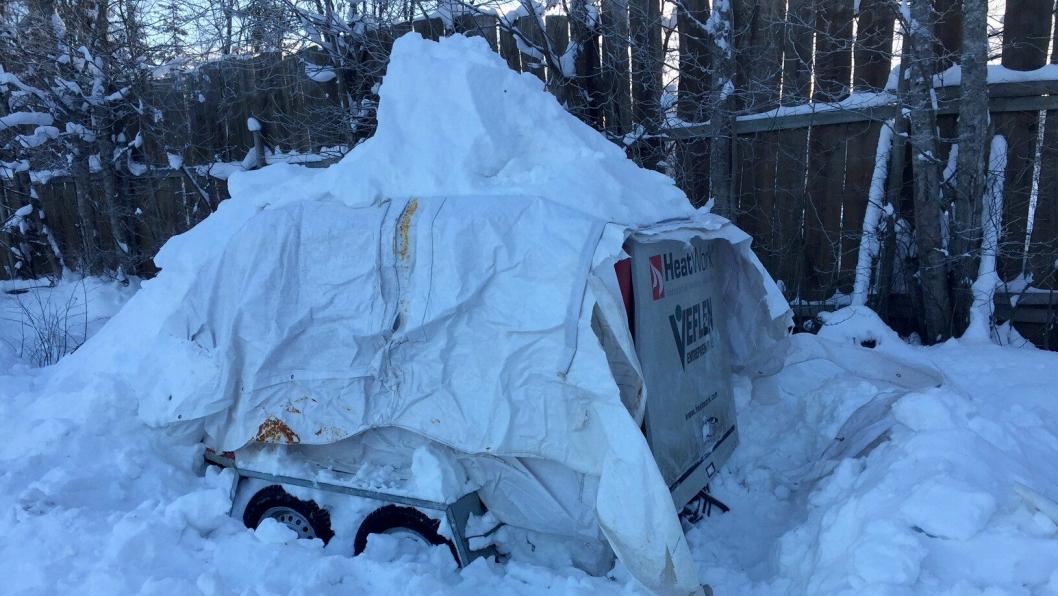 Her er Heatwork-en delvis gravd ut av snøhaugen.