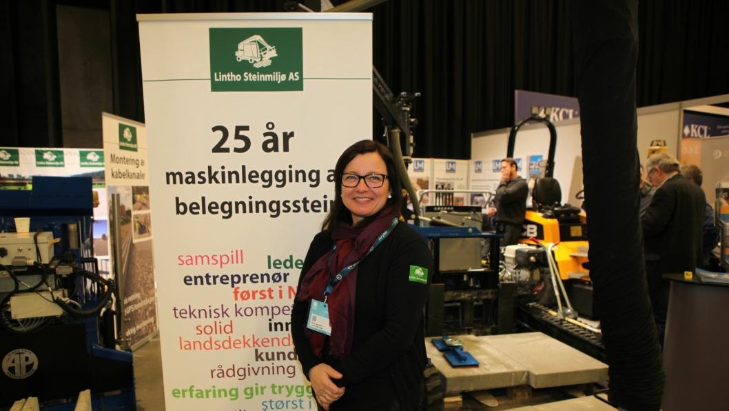 Daglig leder Stina Lintho Lippestad i Lintho Steinmiljø AS på Arctic Entrepreneur på Gardermoen.