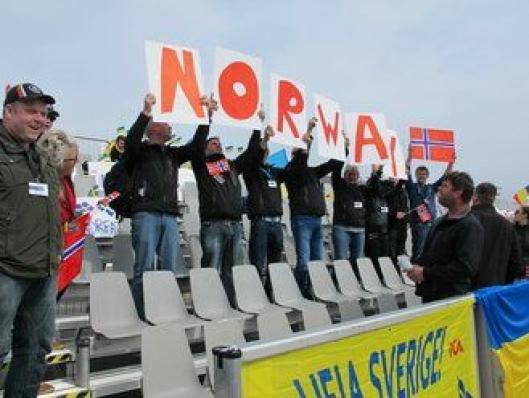 Responsen fra tilhengerne på tribunen kom umiddelbart til Erling Rolstad.