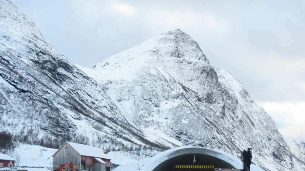 Tirsdag 15. desember åpnet Røyra-tunnelen i Stranda. Dermed en rasutsatt veistrekning tryggere.