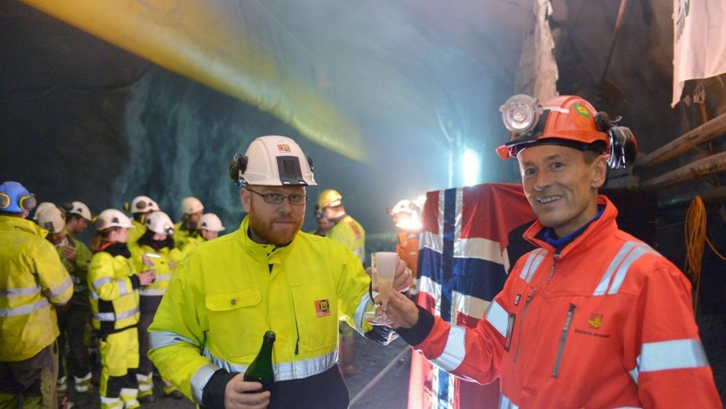 Marti-sjef Gisli Gudjonsson og Ryfast-prosjektleder Gunnar Eiterjord Gunnar Eiterjord fra feirer rekorden.