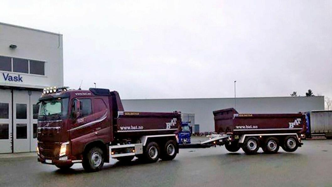 Denne Volvo FH 540 dumperbilen med trippelkjerre ble stjålet fra Volvo i Drammen. Litaueren som ble pågrepet i bilen er dømt til tre års fengsel.