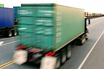 Stjeler fra lastebiler i fart