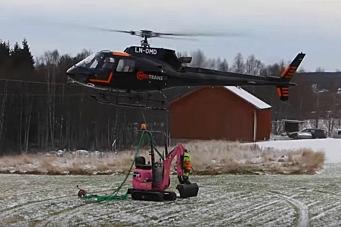 Rosa minigraver levert med helikopter