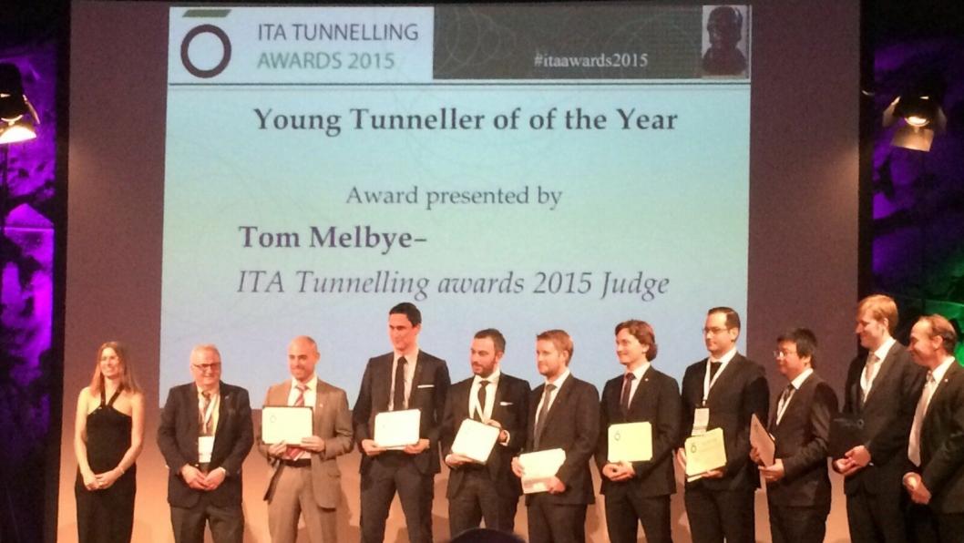 """ÅRETS UNGE: Sindre Log fra Norge (nr. fire fra venstre) var en av kandidatene til prisen som årets unge """"tunneler"""". Nordmannen Tom Melbye (nr. 2 fra venstre) delte ut prisen i denne kategorien."""
