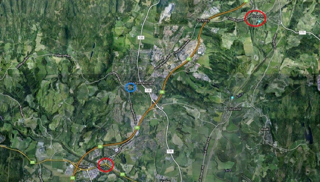 Isachsen Gruppen skal bygge gang- og sykkelvei på strekningene som mangler det mellom Olavsgård (Hvam) i Skedsmo kommune og Frogner i Sørum kommune i Akershus. Begge steder er markert med rød ring på kartet. Det skal også bygges rundkjøring i problemkrysset som er markert med blå ring.