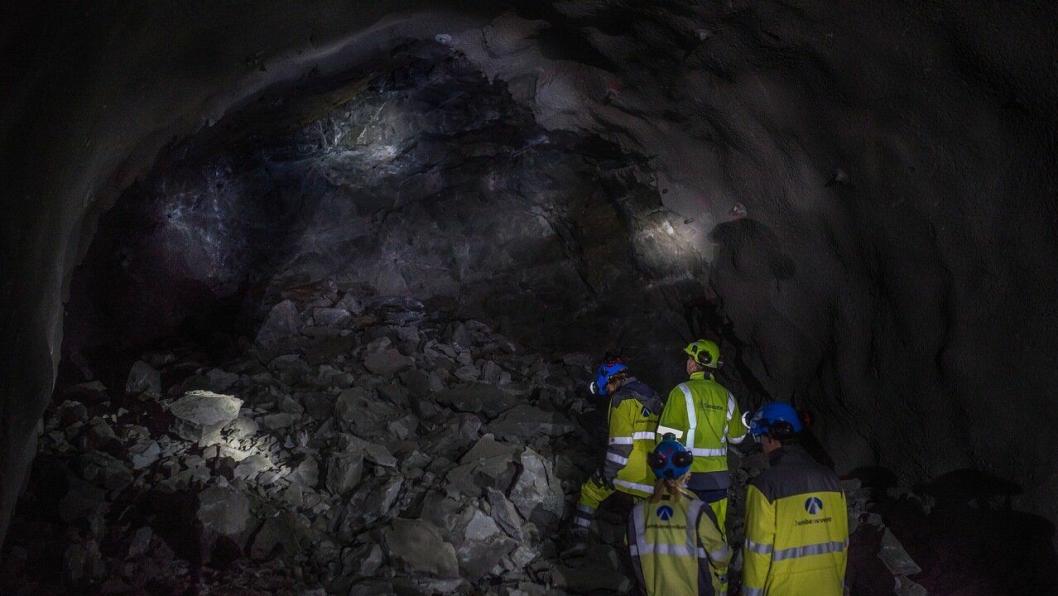 500 kubikkmeter steinmasse må ryddes etter hver salve