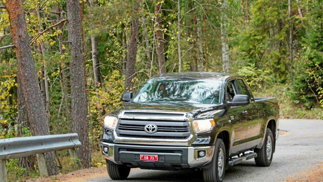 GEDIGEN: Toyota Tundra er en gedigen bil med mye kjørekomfort.