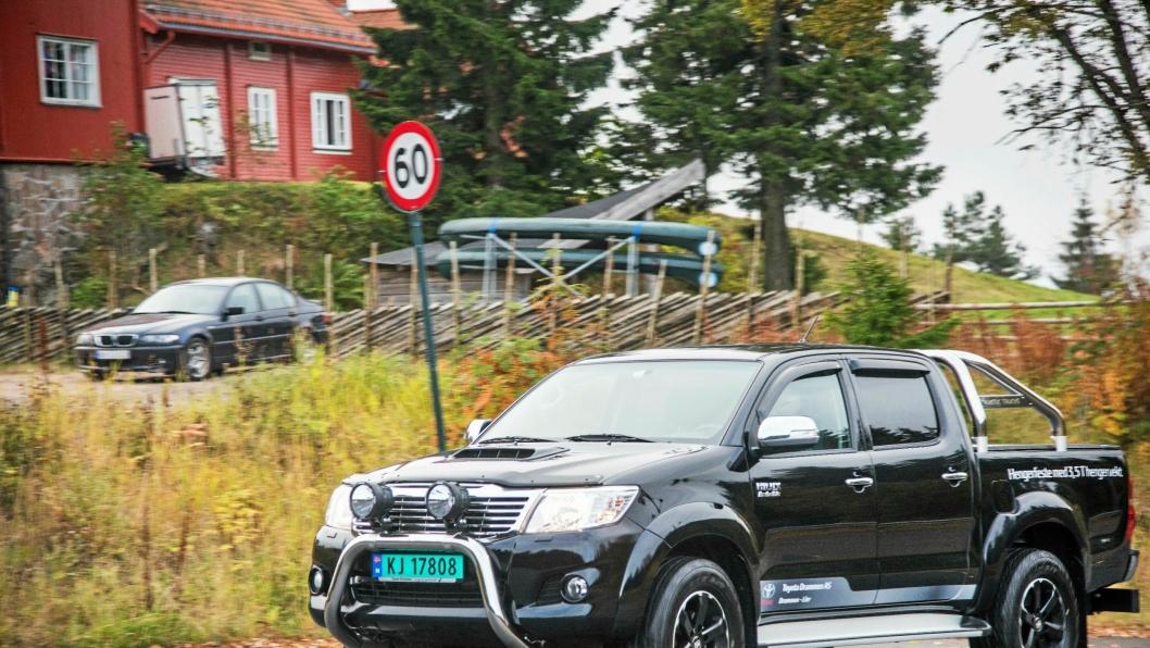 TØFF: Toyota Hilux rigget hos Arctic Trucks er en tøff bil. Men det er ikke store forskjellene å spore fra standardvarianten.