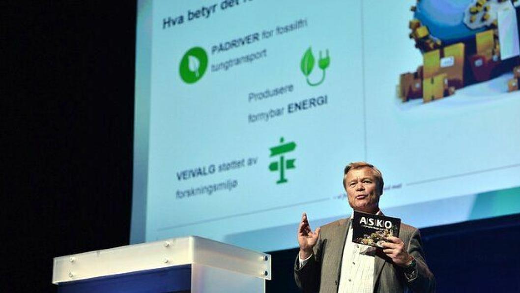 Styreleder Torbjørn Johannson i Asko på talerstolen på Zero-konferansen Folketeateret i Oslo