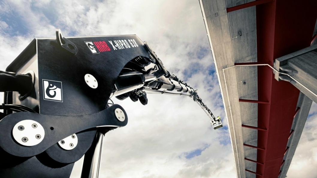 Hiabs tunge kranserie er heretter utstyrt med et nytt stabilitetssystem som sikrer at lastebilen ikke velter under bruk.