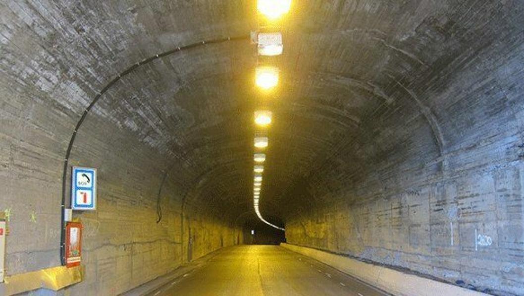 E134 Svandalsflonatunnelen har fått full oppgradering, med blant annet nye lys og nødskap.