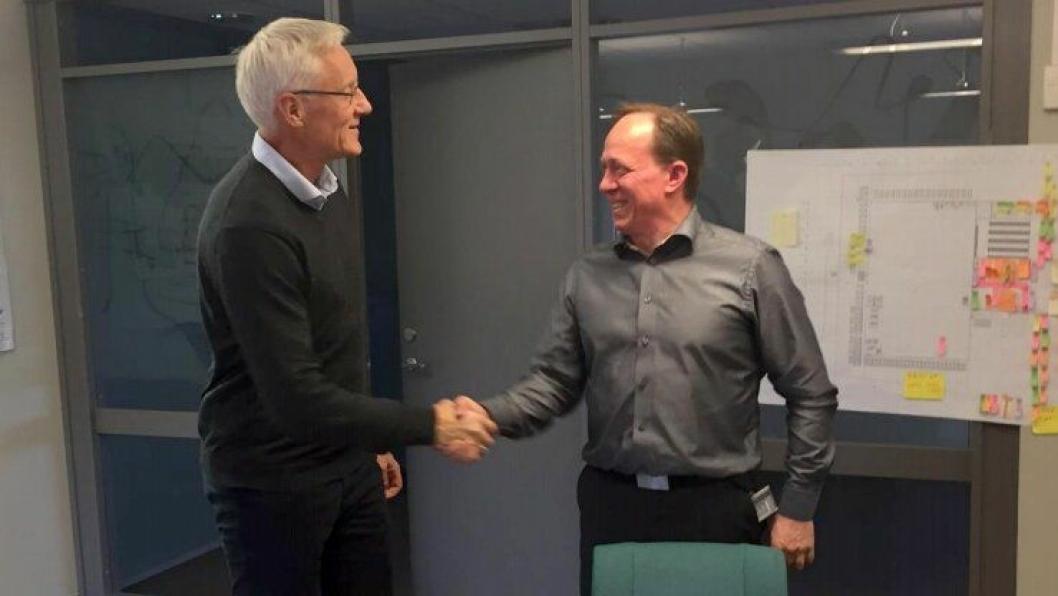 Distriktsleder Ståle Brovold fra Veidekke Entreprenør (t.v.) og eiendomsdirektør Edvard Nervik i Posten Eiendom.