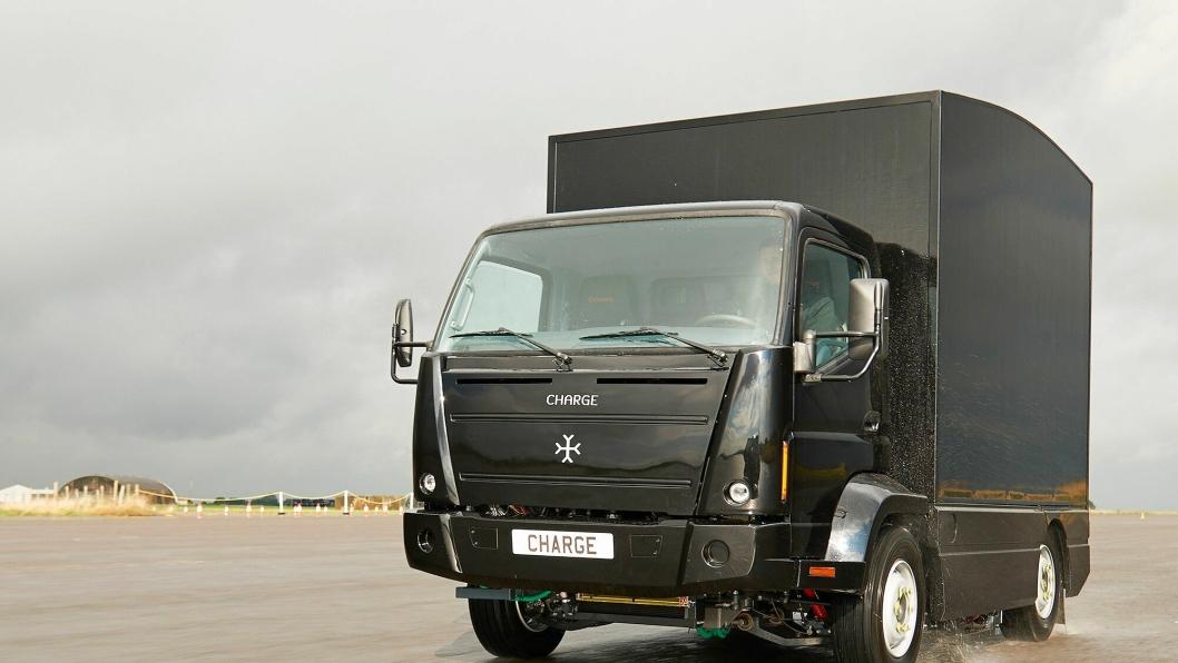 Carge R&D tester denne lille lastebilen for å utvikle teknologi til å bygges bedre og større elektriske lastebiler. Teknologien ønsker selskapet å selge til de etablerte lastebilprodusentene. Begge