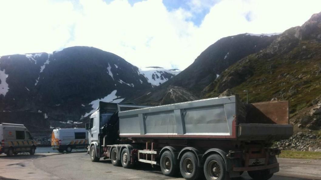 Denne estiske lastebilen ble stoppet med rundt 10 tonn overlast i Honingsvåg i sommer. Det ga et gebyr p 19.50 kroner. Med de nye foreslåtte satsene hadde det blitt langt dyrere.