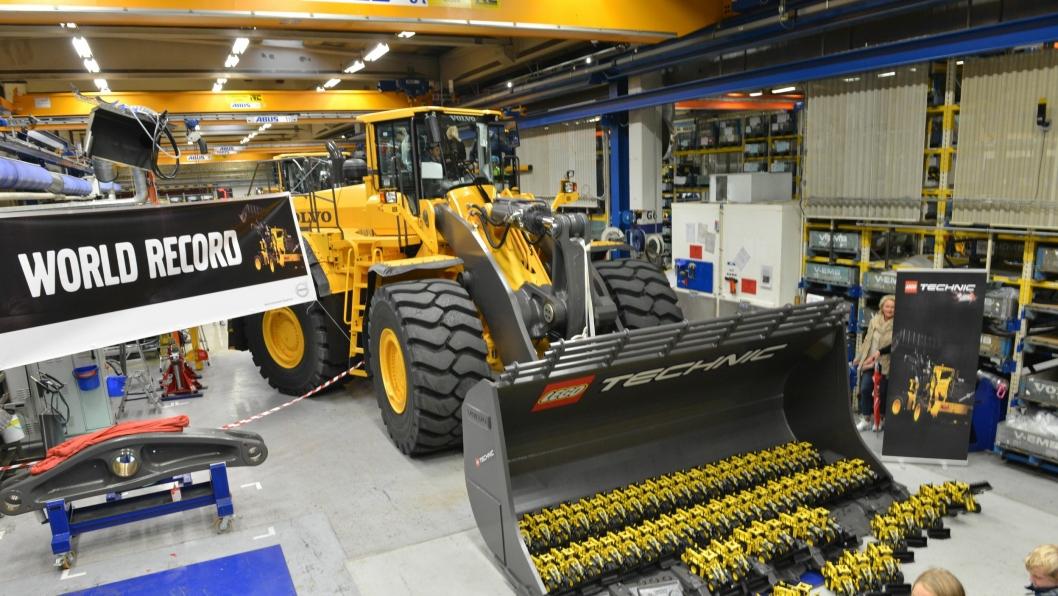 Aldri før har så mange Lego Technic Volvo L350F hjullaster vært samlet på ett sted. Joho!