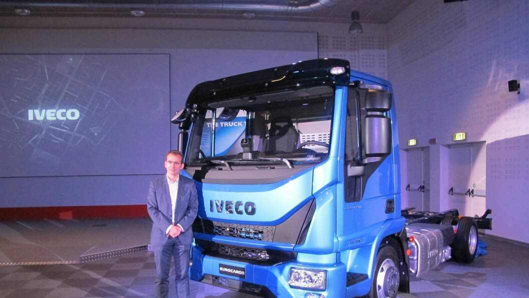 Smil til verden og verdens smiler igjen! Utsagnet symboliserer budskapet fra Ivecosjef Pierre LaHutte da han presenterte en smilende Iveco Eurocargo for Truck of the Year-juryen for noen uker siden.
