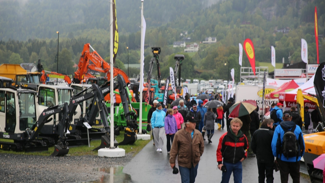 Jevnt regn hele søndag gjør at Dyrsku'n er en våt fornøyelse på utstillingens siste dag.