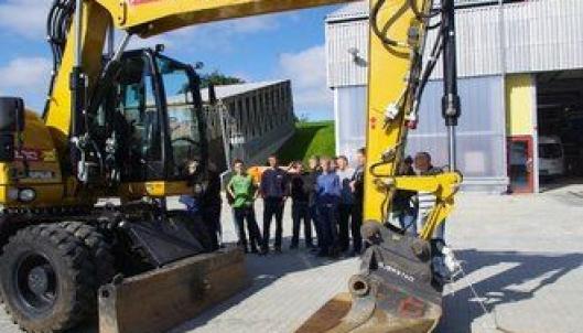 14 elever som går siste året på anleggsmaskinmekaniker-linjen på Øksnevad vgs har hatt en dag med fokus på sikkerhet og førstehjelp.