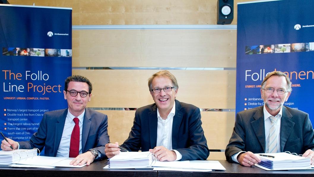 Signering: Fra venstre: Europe Area Director Mr. José Emilio Pont Pérez of Obrascón Huarte Lain S.A.,Ass. jernbanedirektør  General Mr. Gunnar Løvås og Prosjektdirektør Follobaneprosjektet Erik Smith.