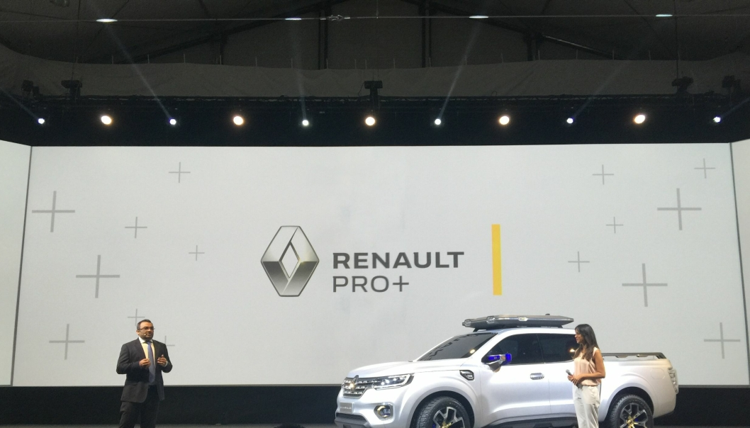 Ashwani Gupta, Global Head of Light Commercial Vehicles Business hos Renault i Paris ved avdukingen av konseptbilen Renault Alaskan.