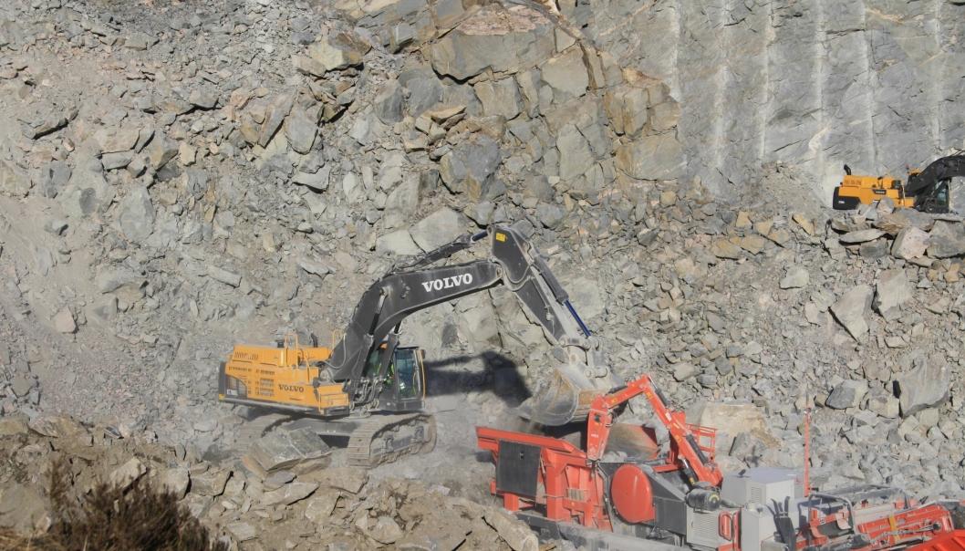 Det er Kversøy Maskins steinproduksjon i Skipavik som nå overtas av Feiring Bruk.