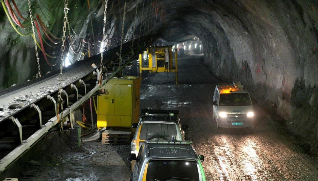 Transportbåndet er fastmontert i det ene tunnelløpet.
