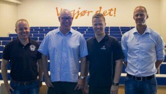 Fornøyde partnere, fra venstre: konsernsjef i Isachsen Kent Jensen, direktør for Divisjon Anlegg Anders Høiback, styreleder i NOSB Per Erik Kristiansen og administrativ leder i NOSBPeder Udnæs.