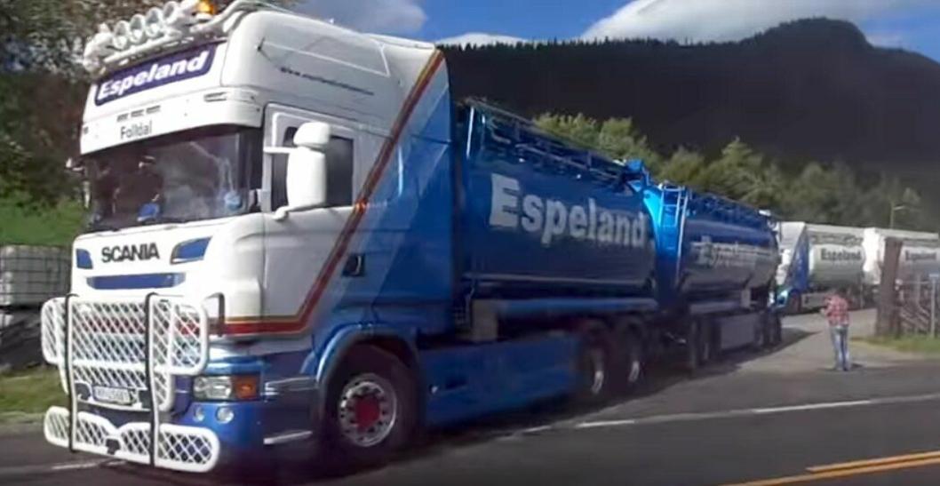 Bilde fra Youtube-video av da Espeland Transport kjørte konvoi i Alvdal sommeren 2015.
