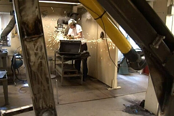 Student bygger gravemaskin
