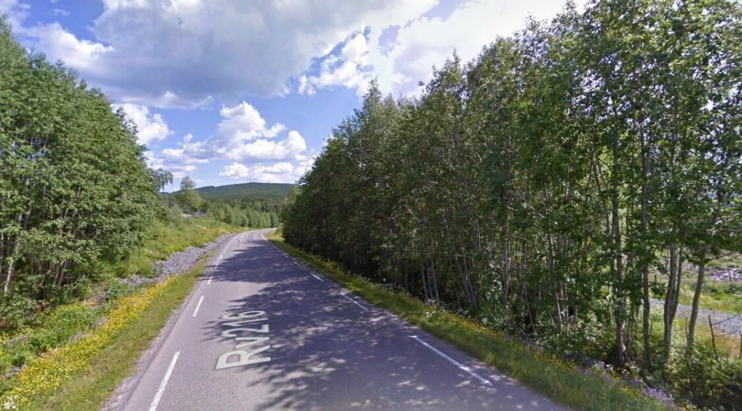 Innbyggerne i Ringsaker kommune i Hedmark opplever at fylkesvei 216 ikke er sikker å ferdes langs med en sterkt økende trafikk. Nå bygger lokalbefolkningen gang- og sykkelvei ved siden av fylkesveien på dugnad.