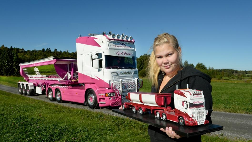 Madde har to lastebiler: En Scania R560 i full størrelse og en modell som ligner på den store bilen.