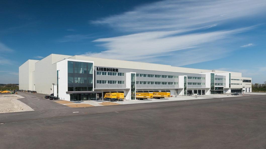 Liebherrs nye logistikksenter i Oberopfingen nær Kirchdorf an der Iller i Tyskland.