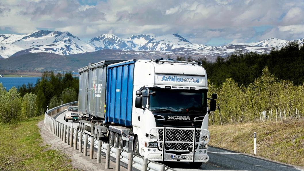 Med det nye modulvogntoget får John-Are Leirbakk og Avfallsservice med en halv gang mer søppel pr. tur. I stedet for to får de nå med tre containere.