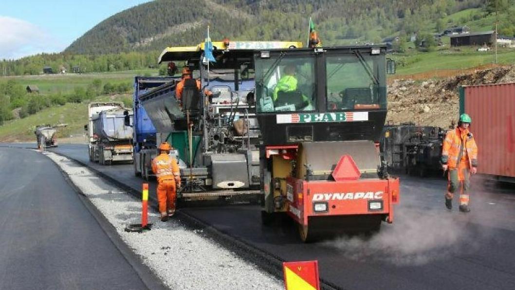 Peab er i gang med historisk stort asfaltoppdrag.