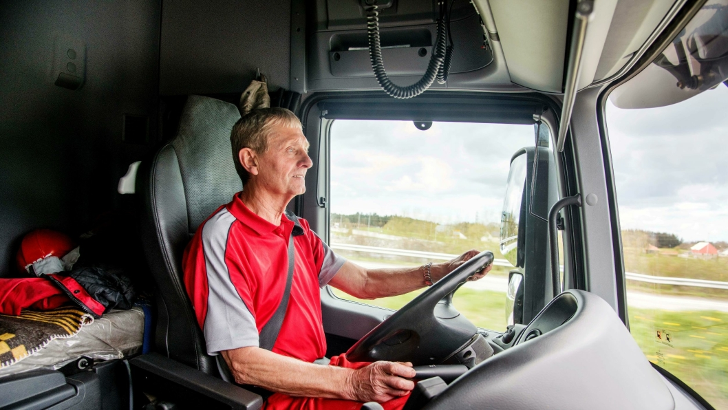 Hver dag klokken 0530 setter Arvid Vigre seg bak rattet i lastebilen hjemme på Vigre på Jæren.