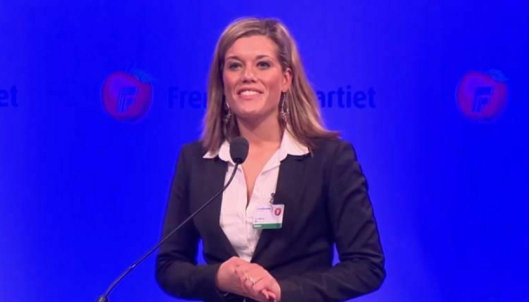 Sara Økland på talerstolen under Frps landsmøte i 2014.