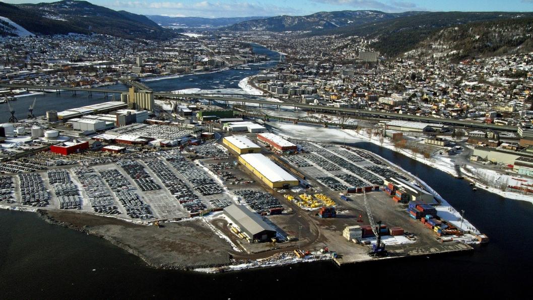 Terminalen på Holmen i Drammen tar seg blant annet av størstedelen av norsk bilimport.