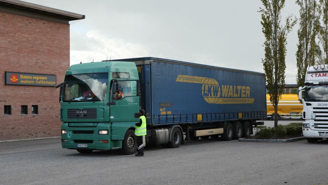 LKW Walter fikk nei på Jessheim. Trekkvogna fra det bulgarske selskapet BS Trans ble kjørt av en makedoner som ikke hadde papirene i orden.