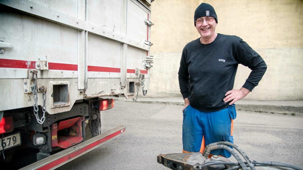 Villy Andresen har problemer med begge bena. Nytt VBG MFC hengerfeste gjør at han slipper å ut av bilen for å koble av og på hengeren.
