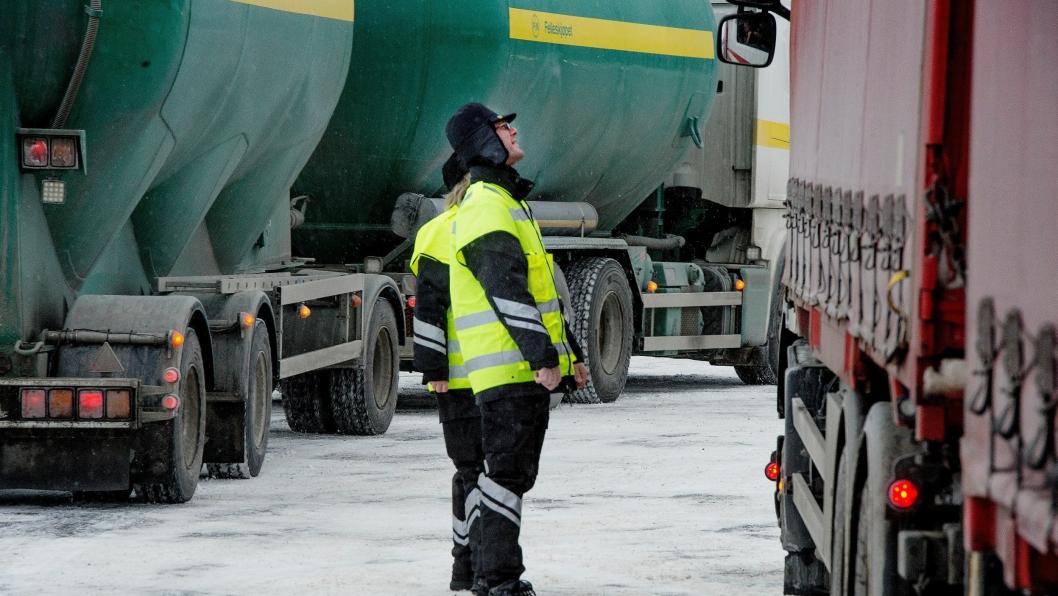 Kontrollørene fra Statens vegvesen har i vinter kontrollert over 35.000 tyngre kjøretøy og tilhengere.